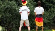 Keine WM ohne Männer, die in Büsche pinkeln.