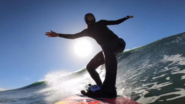 Französin Justine Dupont surft Riesenwelle