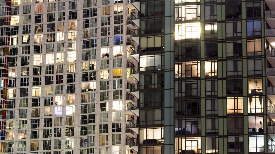 """Ein Wohnhausblock in Toronto: Anleger können über sogenannte """"Reits"""" in Wohnimmobilien in Kanada oder auch in anderen Ländern investieren."""