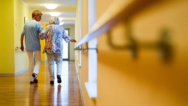 Pflege-Arbeitgeber verklagen Verdi