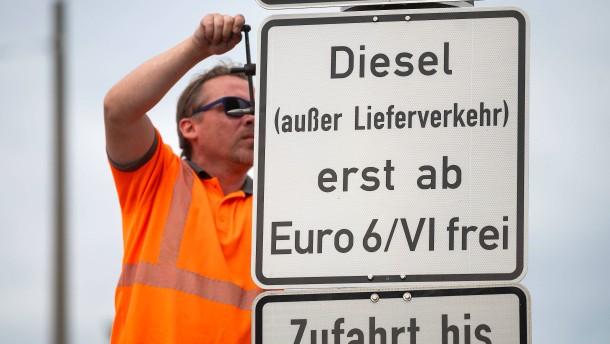 Umwelthilfe droht Autokonzernen mit Aktionen