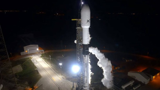 SpaceX schickt Internet-Satelliten ins All