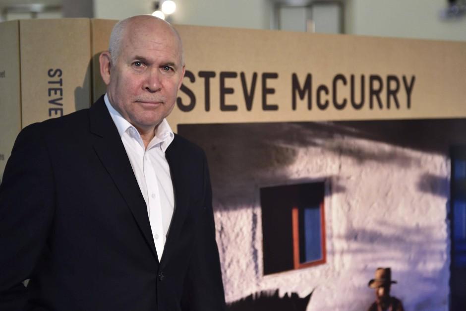 """Steve McCurry: """"Die meisten Bilder, die Menschen heute machen, enthalten nur Informationen: Klick-klick – wir sind auf einer Party."""""""