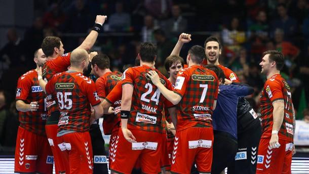 Flensburg festigt Tabellenführung – Füchse gewinnen Topspiel