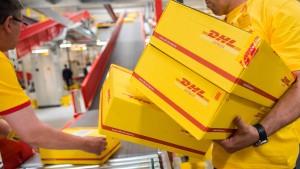 Warnstreik: Etliche DHL-Pakete liegen geblieben