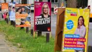Plakativ: An der Mainzer Kaiserstraße werben die Parteien für sich.
