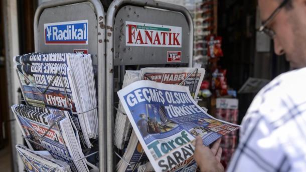 Polizei durchsucht regierungskritischen Medienkonzern