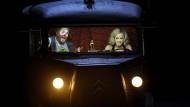 Zwei Freaks auf dem Weg ins Opernhaus. Stephen Gould als Tannhäuser und Elena Zhidkova als Venus.