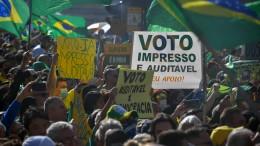 Bolsonaro-Anhänger wollen den Stimmzettel wieder