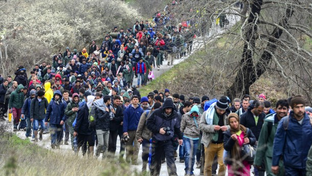 Armee hält Flüchtlinge auf