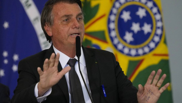 Brasiliens Präsident Bolsonaro in Klinik eingeliefert