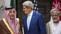Einig im Kampf gegen die IS-Miliz: Amerikas Außenminister (Mitte) bei einem Treffen mit seinen Amtskollegen aus Syrien (links) und dem Oman.