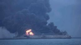 Öltanker brennt lichterloh
