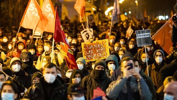 Demonstranten gedenken der Opfer von Hanau