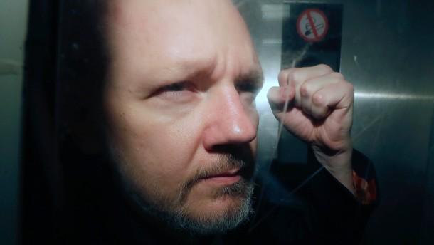Assange wurde während seiner Zeit in der Botschaft von Ecuador Vater
