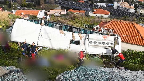 Viele tote Deutsche bei Bus-Unglück auf Madeira