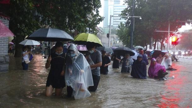 Mindestens zwölf Tote bei schweren Überschwemmungen in Zhengzhou