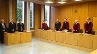 Die Richter des 8. Senats im Verhandlungssaal des Bundesarbeitsgerichts in Erfurt.