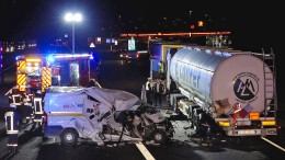 Unfall mit Gefahrgut-Laster im Halteverbot