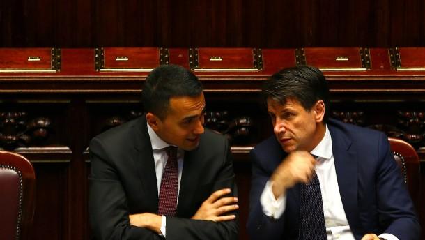Parlament stimmt für Italiens populistische Allianz