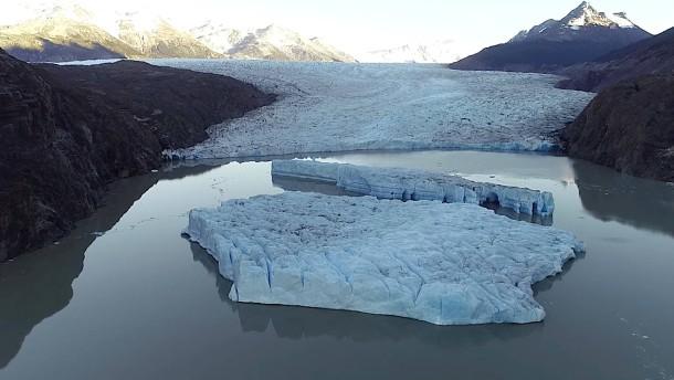 Gletscherabbruch besorgt Wissenschaftler
