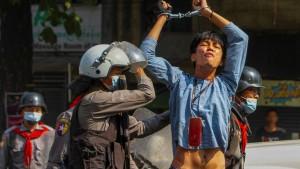 Polizei geht in Myanmar mit Gewalt gegen Demonstranten vor