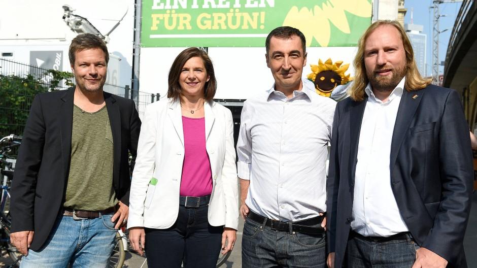 Robert Habeck (links) und Anton Hofreiter (rechts) mit Katrin Göring-Eckardt und Cem Özdemir von den Grünen (Archivaufnahme vom 10.09.2016)