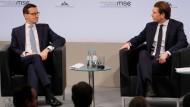 Der polnische Ministerpräsident Mateusz Morawiecki bei der Münchner Sicherheitskonferenz im Gespräch mit Österreichs Bundeskanzler Sebastian Kurz