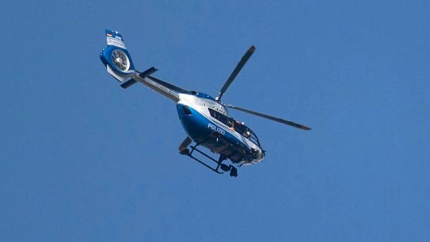 Mit Helikopter und Drohne auf der Suche nach dem Kindermörder