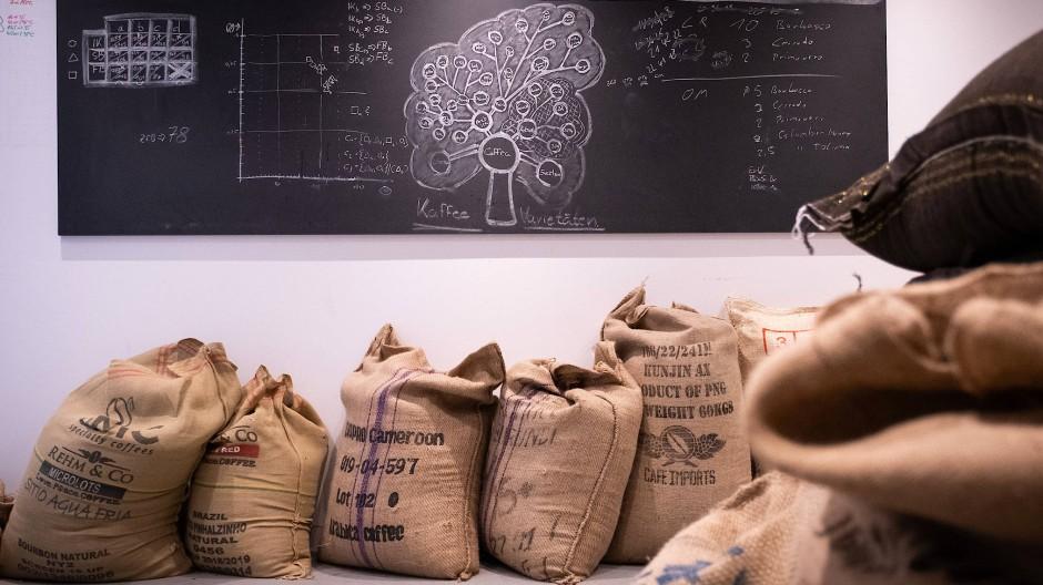 In der Rösterei Backyard Coffee in Niedereschbach ist Kaffee eine komplexe Wissenschaft.