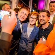 Beliebtes Motiv: Ein Selfie mit der Siegerin Annegret Kramp-Karrenbauer