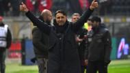 """Daumen hoch: Die Eintracht hat 29 Punkte auf dem Konto, aber Kovac sagt: """"Es ist alles noch auf wackligen Füßen."""""""