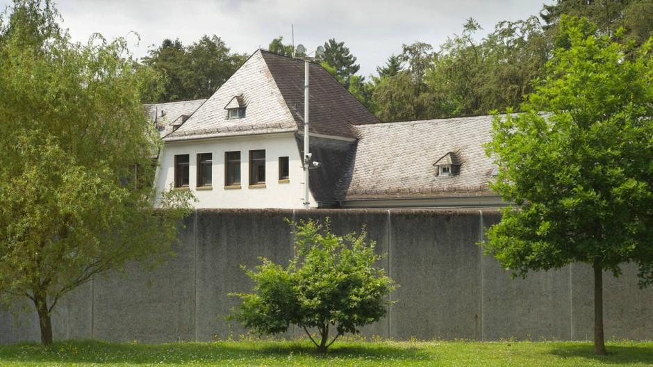 Hinter hohen Mauern: Haus 7 der Vitos-Klinik in Gießen, in der sich eine besonders gesicherte Abteilung befindet