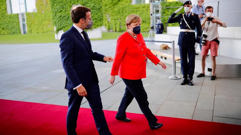 Bundeskanzlerin Angela Merkel empfängt Frankreichs Präsidenten Emmanuel Macron am 18. Juni in Berlin.