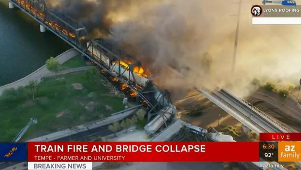 Brücke stürzt unter brennendem Zug ein