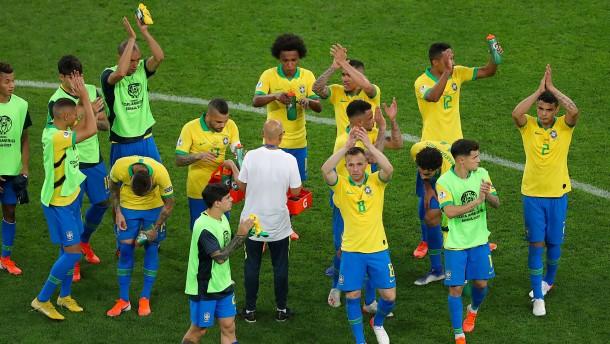 Brasilien als Gruppenerster im Viertelfinale