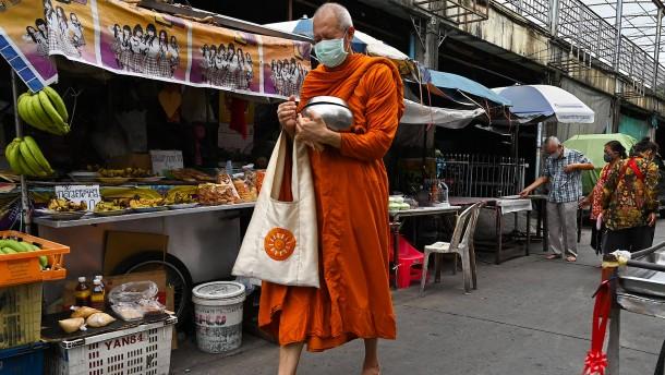 Thailänder genießen wieder Street-Food