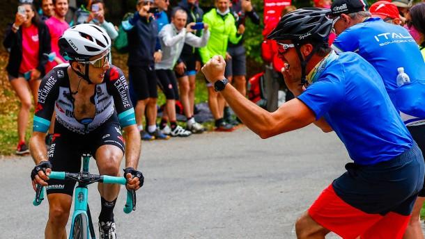 Yates fährt zum Alpe di Mera allen davon – Bernal verteidigt Rosa