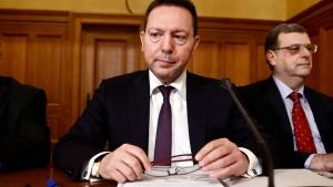 Razzia im Umfeld von Griechenlands Notenbankchef