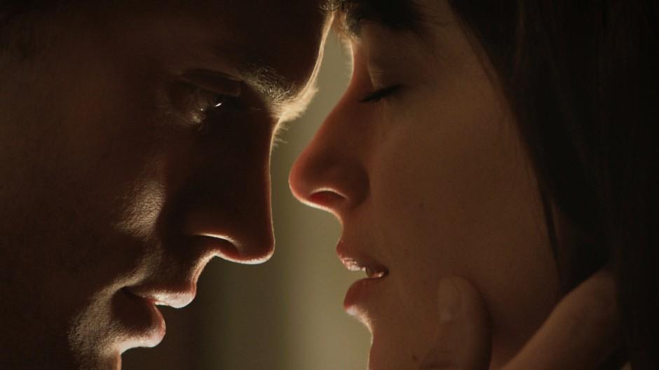 """Auch das hat der Kirche schon nicht gefallen: Jamie Dornan und Dakota Johnson in """"Fifty Shades of Grey"""""""