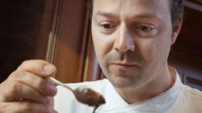 Kakaopulver - Starkoch Hendrik Otto verarbeitet und testet zusammen mit Thomas Platt verschiedene Kakaosorten.