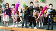 Kinder mit ihren Schultüten während einer Einschulungsfeier in Frankfurt am Main