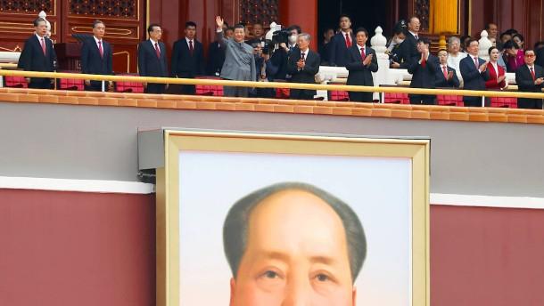 """Xi Jinping beschwört """"große Mauer aus Stahl"""""""