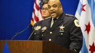Chicagos Polizeichef Eddie Fisher sagt: Allen vier Verdächtigen würden Hassverbrechen sowie schwere Entführung, schwere Freiheitsberaubung und schwere Körperverletzung mit einer tödlichen Waffe vorgeworfen.