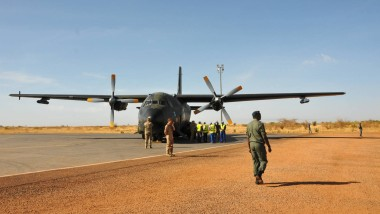 Eine Transall-Transportmaschine der Bundeswehr auf dem Flughafen von Mopti in Mali (Archivbild)