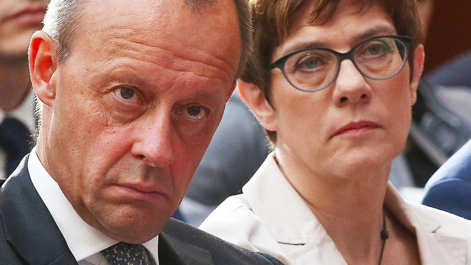 CDU-Vorsitzende Kramp-Karrenbauer, früherer Fraktionsvorsitzender Merz im Juni in Berlin