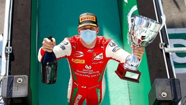Erster Saisonsieg für Mick Schumacher