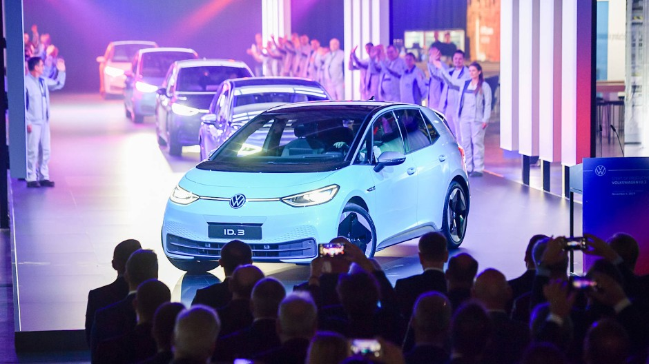 VW will noch mehr in Elektromobilität investieren: Das elektrische Modell ID.3 von Volkswagen im Werk in Zwickau
