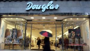 Douglas bereitet Abschied von der Börse vor