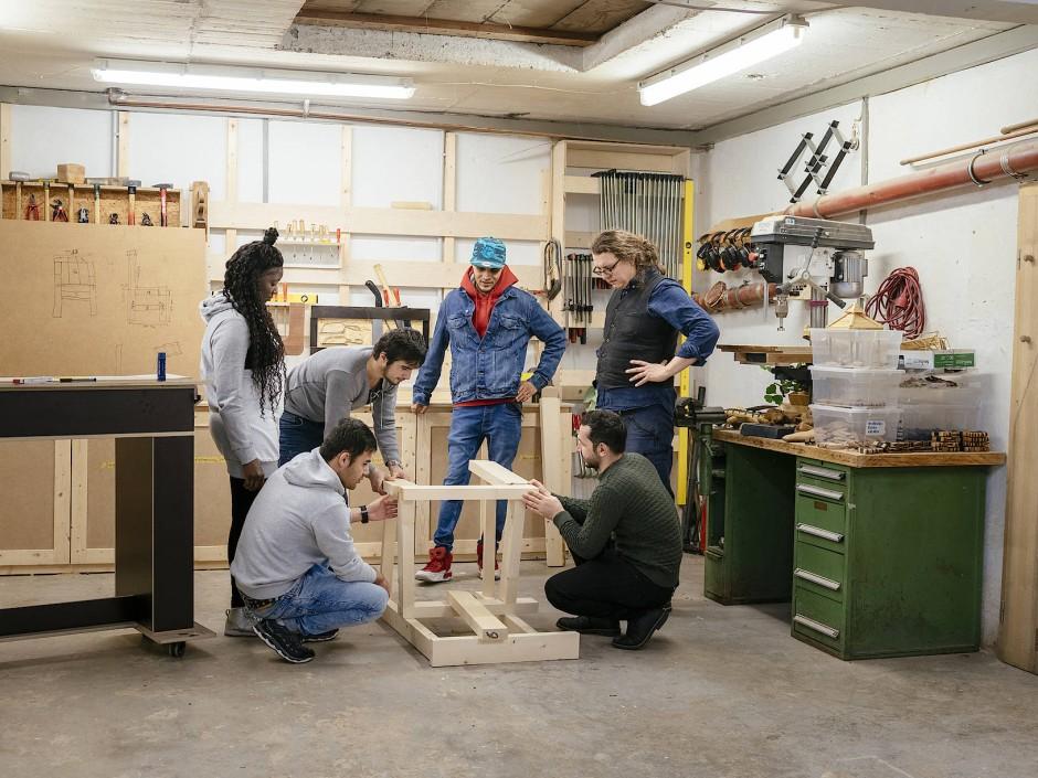 In der Werkstatt von Weserholz werden die Trainees handwerklich weitergebildet.